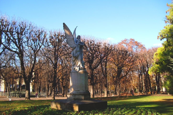Angels in Luxembourg Gardens, Sunny Day © Felipe Adan Lerma