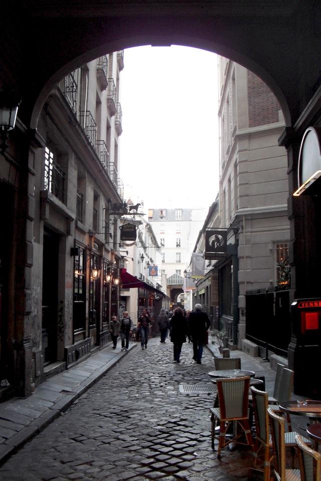 Archway to Small Street © Felipe Adan Lerma