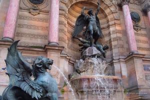 Fountain Place Saint-Michel © Felipe Adan Lerma