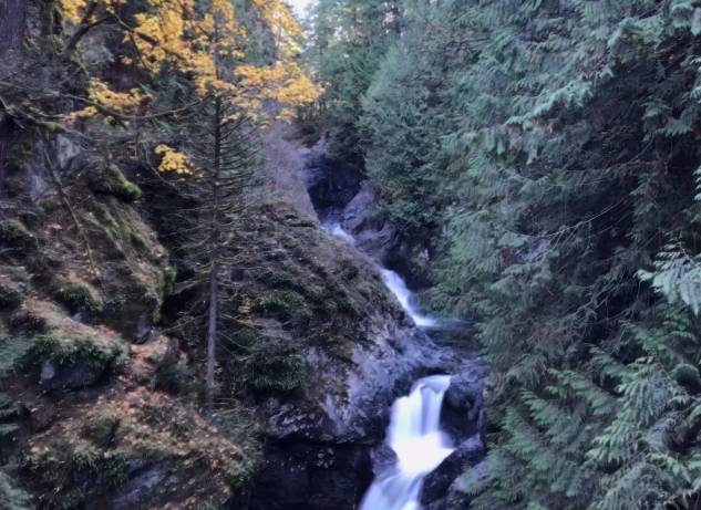 Waterfall in the lower Cascades, November 2017
