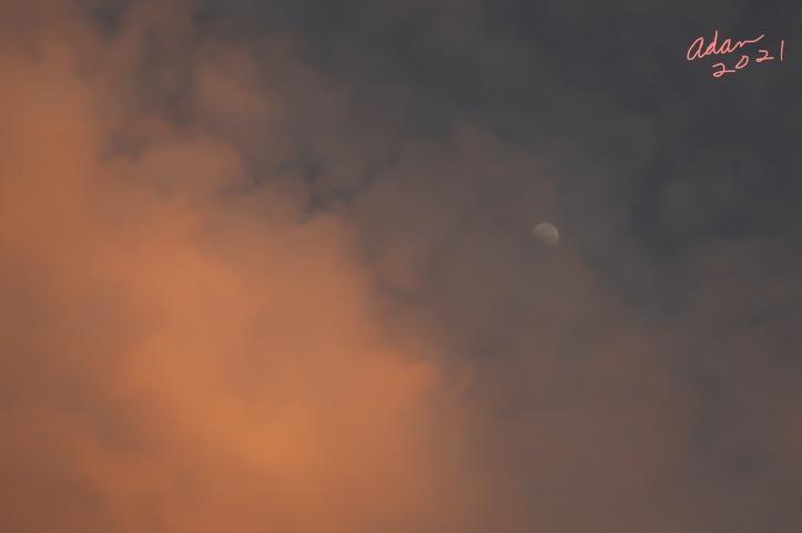Waxing Moon at Sunset ©Felipe Adan Lerma 05.21.21 Austin Texas