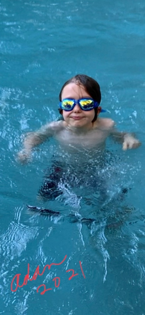 Max at the pool 06.09.21 ©Felipe Adan Lerma