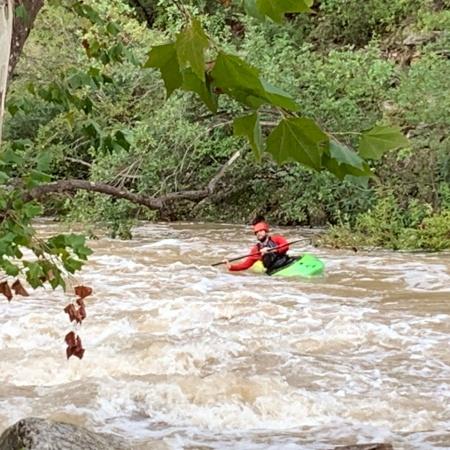 Adventurous kayaker on water run in Barton Creek after October 2021 rain ©Felipe Adan Lerma
